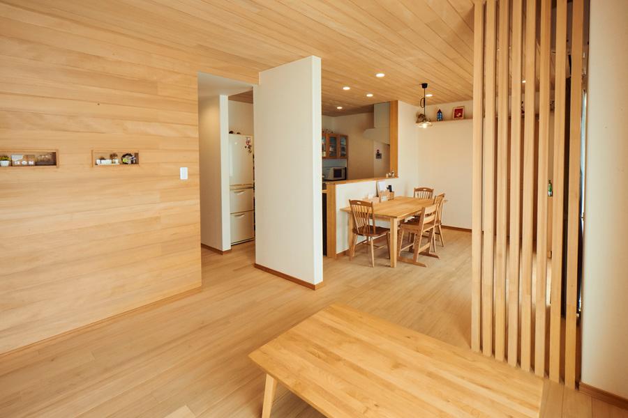 もみの木の癒やしとぬくもりを感じながらシンプルに暮らす家