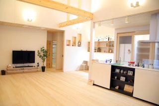 もみの木を内装材から建具まで使用した事務所兼住宅モデル
